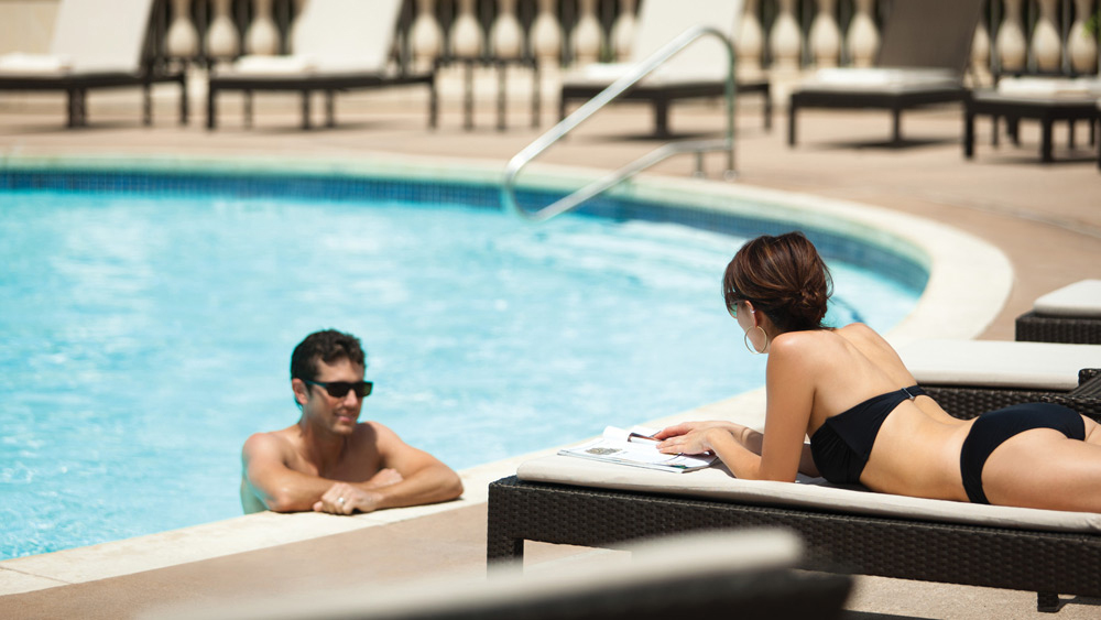 couple-at-the-pool-austin
