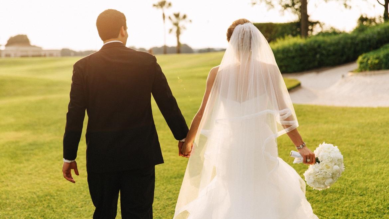 mcocha-omni-orlando-resort-championsgate-wedding-lovely-couple-walking
