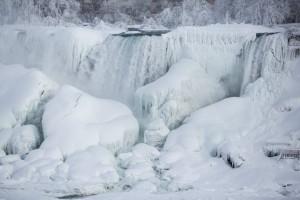 18-niagara-falls-frozen.w529.h352.2x
