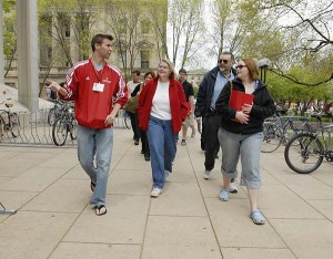 Visitor and Information Programs (VIP) tour guide Ryan Woodhouse leads a group of prospective students and their families past the Mosse Humanities building at the University of Wisconsin-Madison during a campus tour on May 4, 2007. ©UW-Madison University Communications 608/262-0067 Photo by: Jeff Miller Date: 05/07 File#: D200 digital camera frame 7184