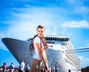 cruise-ship-employee-poses-dp-345x280