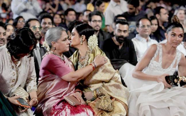 Jaya Bachchan Cried At Rishi And Neetu Kapoors Wedding Because Of Rekha Heres Why