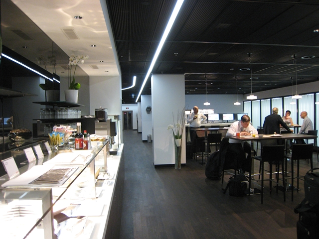 original_swiss_arrivals_lounge_zurich_review-seating