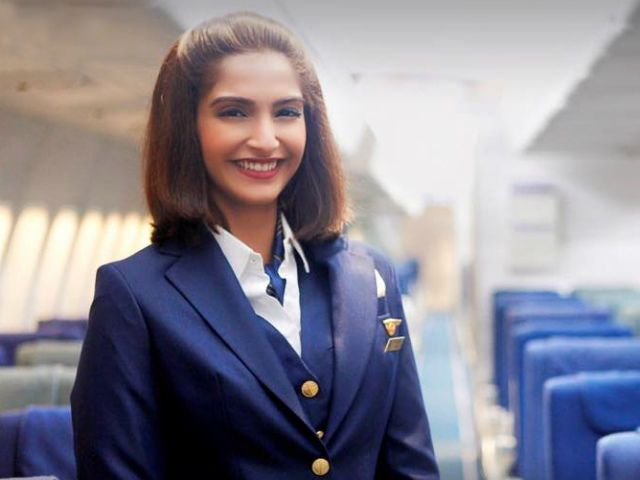 sonam-kapoor-looks-in-neerja-movie-2016-1