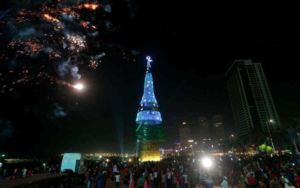 The World's Tallest Christmas Tree In Sri Lanka Newsmobile