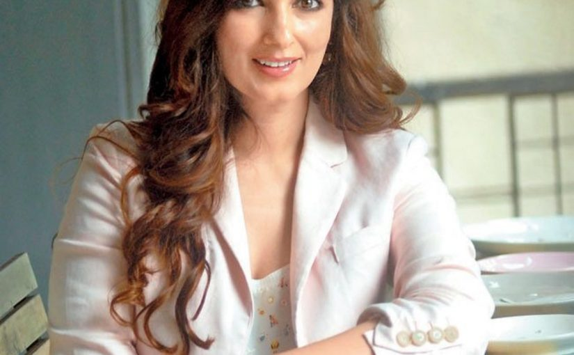 Twinkle Khanna saw a vendor selling pirated copies of her book, and this is how she reacted!!