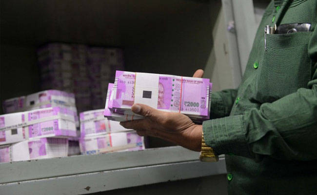 Customs, Central Excise officials, Goa, Karnataka, man, new note, Rs 2000, Rs, 4.76 lakhs