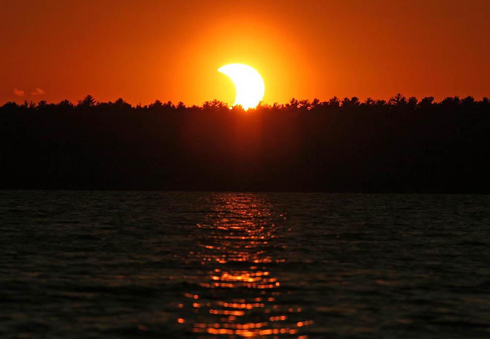 eclipse-jim-schaff-setting-sun