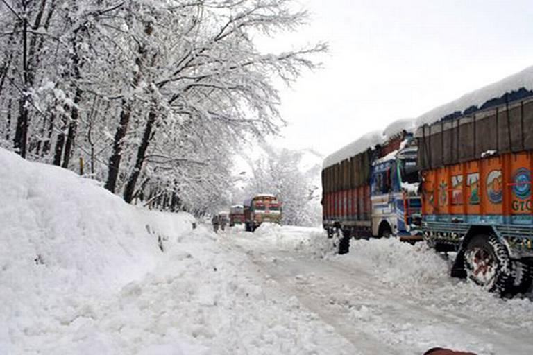 Kashmir Valley , dense fog, Srinagar-Jammu National Highway,