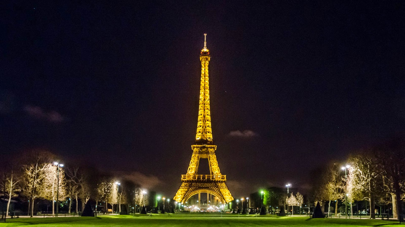 eiffel-tower-night-wallpapers-1-1