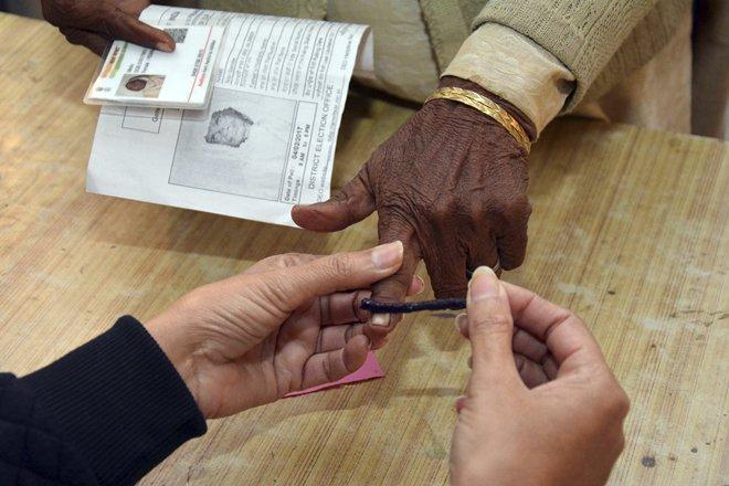 Election Commission, Assembly polls, Himachal Pradesh, November 9, Gujarat polls, December 18, Gujarat, Himachal Pradesh, Elections, Politics, NewsMobile, Mobile News, India