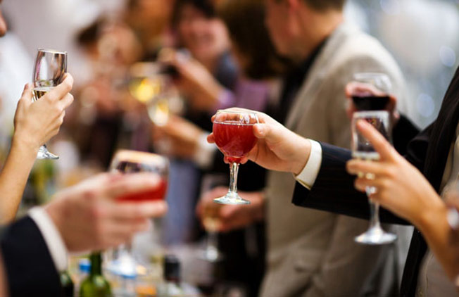 take-notes-because-we-rsquo-ve-got-the-ultimate-guide-to-throwing-the-perfect-byob-party2-1482320173