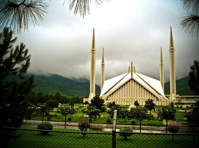 Shah Faisal Mosque - Cloudy