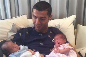 cristiano-ronaldo-with-his-newborn-baby-twins
