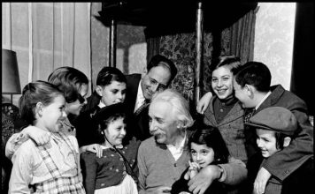 Albert Einstein, Science, Theory, Happiness, Auction, NewsMobile