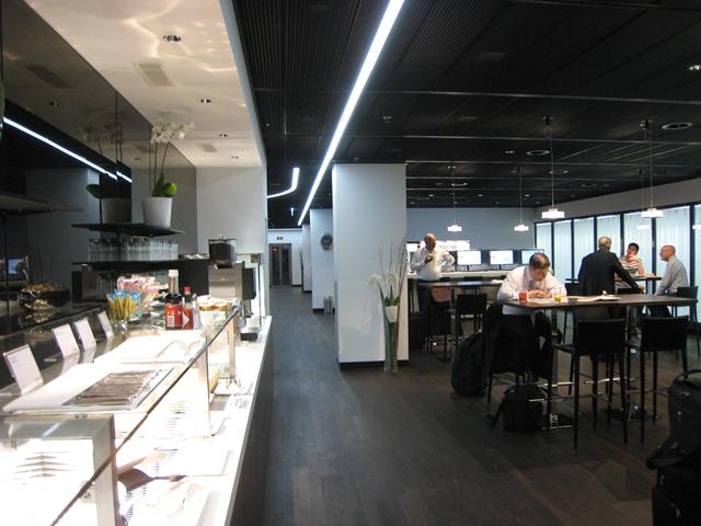 original_swiss_arrivals_lounge_zurich_review-seating
