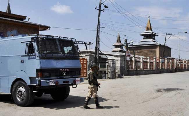srinagar-kashmir-curfew-pti-1_650x400_71473698619